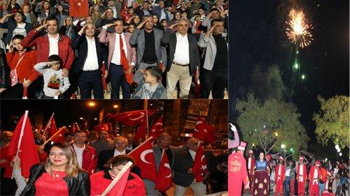 Kozanlılar Cumhuriyet için yürüdü ,Asker Selamı verdi