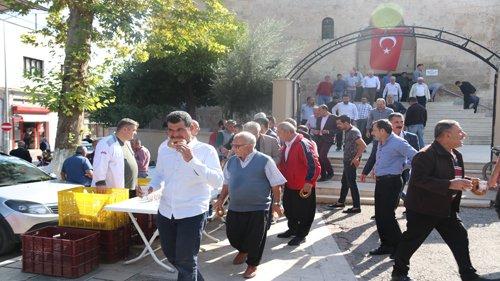 Kozan Belediyesinden vatandaşlara Simit ve Çorba İkramı