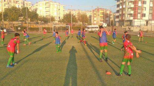 Kozan Belediyesi Halı Saha Spor Severlerin Hizmetinde