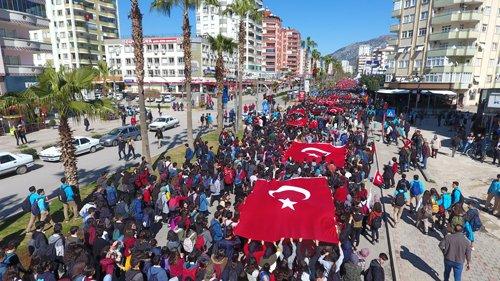 Kozan'da 10 Bin Kişi Bayrak için Yürüdü