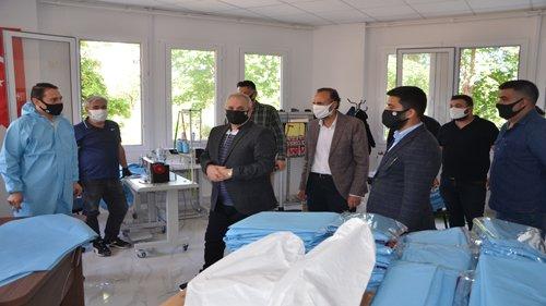 Kozan Belediyesi maske üretimimin ardından koruyucu Tulum üretimine de başladı