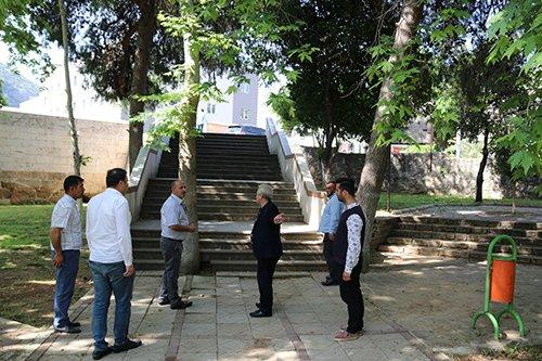 Kozan Belediyesinden Parklarda Genel Temizlik Çalışması