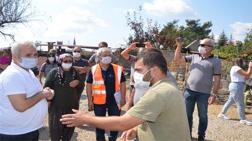 Başkan Özgan hayırsever iş insanları ile yangın bölgesinde yardımları dağıttı
