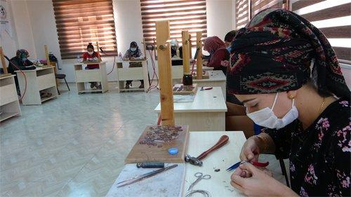 Kadınlar sanatla aile ekonomilerine katkı sağlıyor