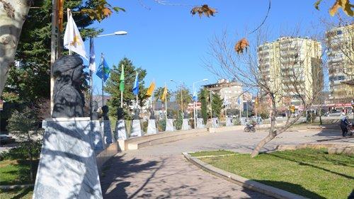Türk Büyükleri Meydanı'nın adı değiştirildi
