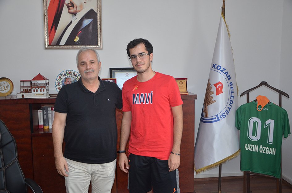 Başkan Özgan, TYT ve AYT Türkiye birincisi Ali Eren Çakıcılı'yı tebrik etti